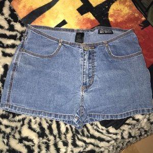 No boundaries stretch size 7 jean 👖 shorts 💕